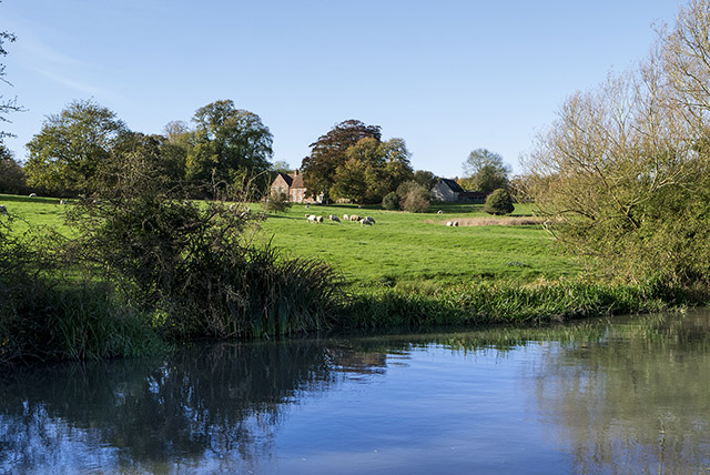 Old Wolverton to Stoke Bruerne Along the Grand Union - Image of Farm House over Grand Union Canal